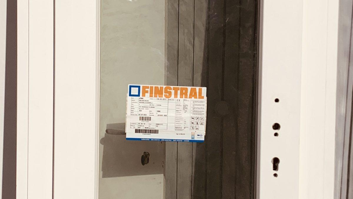 , Finstral porta finestra con apertura verso l'esterno., FM Casasicura, FM Casasicura